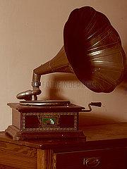 Altes Grammophon p1376m2081967