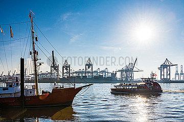 Hafenfaehre p488m2081847
