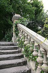 Treppe im Park p1038m2073283