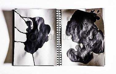 Notizbuch mit Tintenfleck