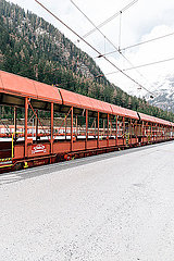 Autozug in den Bergen