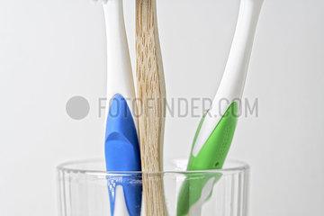 Plastikvermeidung: Holzzahnbuerste statt Plastikzahnbuerste. nusko_007905_153