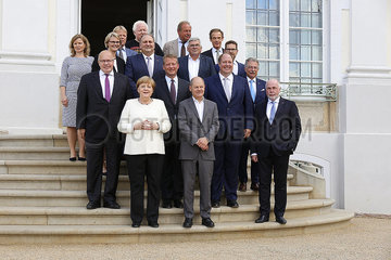 10. Zukunftsgespraech mit Sozialpartnern  Gaestehaus der Bundesregierung  Schloss Meseberg 360-berlin