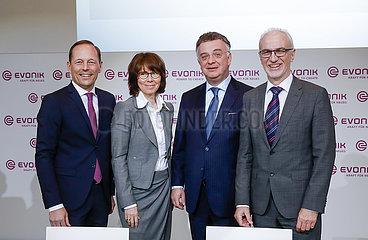 Evonik-Vorstand  Bilanzpressekonferenz  Essen  Nordrhein-Westfalen  Deutschland  Europa