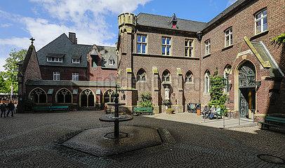 Brunnenhof mit Beichtkapelle der Marienbasilika  Kevelaer  Nordrhein-Westfalen  Deutschland