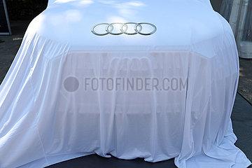 Hannover  Deutschland  neues Model des Automobilherstellers AUDI ist noch verhuellt