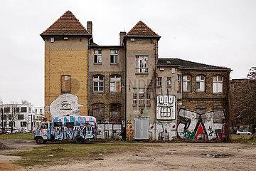 Industrieruine auf dem Gelaende des ehemaligen Glaswerks in der Glasblaeserallee in Berlin-Friedrichshain