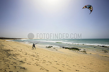 Kitesurfer  Praia de Chaves  Sal Rei  Boa Vista  Kapverden