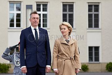 Berlin  Deutschland - Dr. Ursula von der Leyen  Bundesverteidigungsministerin und Frank Bakke-Jensen  Verteidigungsminister Norwegens.