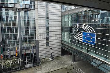 Bruessel  Region Bruessel-Hauptstadt  Belgien - Emblem des Europaparlaments am Parlamentsgebaeude.