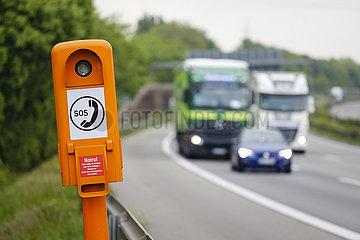 SOS Notrufsaeule auf der Autobahn A2  Nordrhein-Westfalen  Deutschland