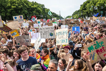 FRIDAYSFORFUTURE Klima Protest FridaysForFuture