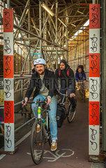 BERLIN Radfahrer Baustelle