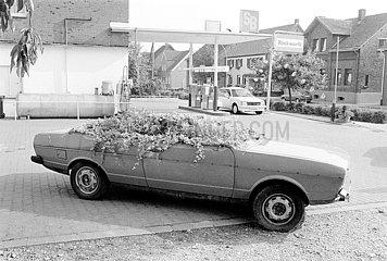 Blumenkuebel mit vier Zylindern 19850714ad146
