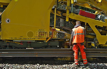 Gleisarbeiten auf der Bahnstrecke Oldenburg-Wilhelmshaven JOKER190515071609.jpg