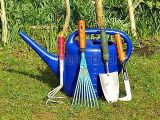 Werkzeuge für die Gartenarbeit Werkzeuge fuer die Gartenarbeit JOKER170331137020.jpg
