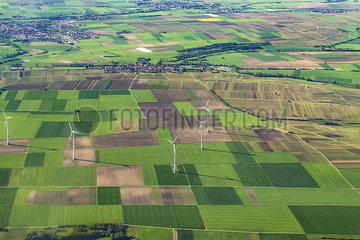 Landwirtschaftliche Nutzflächen und Windkraftanlagen Landwirtschaftliche Nutzflaechen und Windkraftanlagen JOKER190513531019.jpg