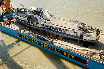 Bergung des Ausflugsschiffes Hableany in Budapest JOKER190611891111.jpg