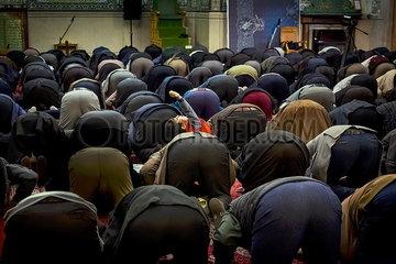 Iran Muslime in der Moschee JOKER190117421236.jpg