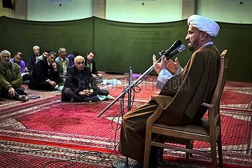 Iran Imam predigt in Moschee JOKER190117421278.jpg