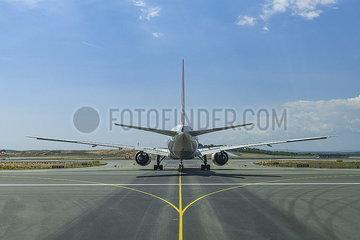 Passagiermaschine Flughafen Istanbul (LTFM) JOKER190503533021.jpg