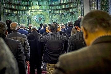 Iran Muslime in der Moschee JOKER190117421230.jpg