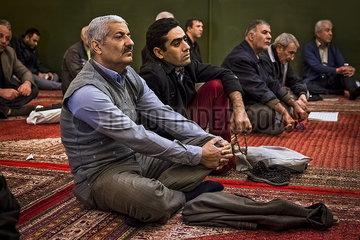 Iran Muslime in der Moschee JOKER190117421255.jpg