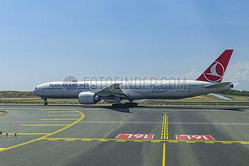 Passagiermaschine Flughafen Istanbul (LTFM) JOKER190503533022.jpg