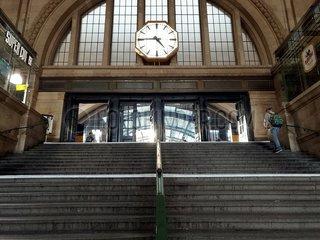 Bahnhofsuhr im Leipziger Hauptbahnhof 13699_jtrffogbgr.jpg