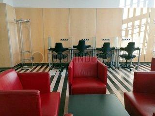 Arbeitsplaetze in einer DB Lounge 13700_rjbgeesqmt.jpg