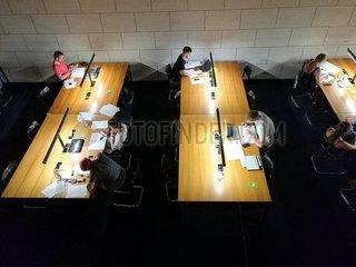 Studenten in einer Bibliothek 13712_ogptcgpbdg.jpg