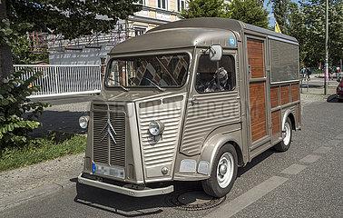 Lieferwagen JGQ19050117.jpg