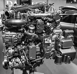 4 Zylinder Dieselmotor 8G-DCT. JGS19051229.jpg
