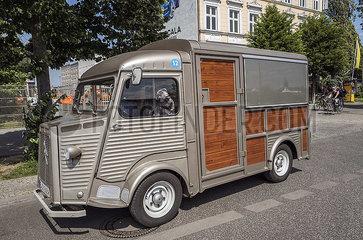 Lieferwagen JGQ19050120.jpg