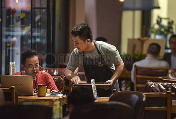 CHINA-QINGHAI-XINING-BUSINESS-COFFEE (CN)