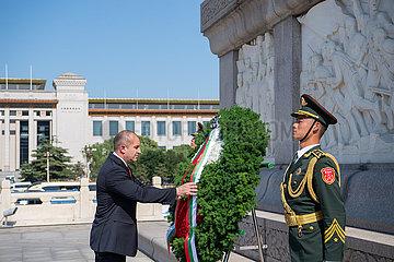 CHINA-BEIJING-BULGARIAN PRESIDENT-MONUMENT-TRIBUTE (CN)