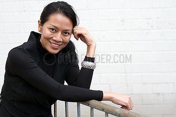 Dewi Lestari  indonesische Autorin und Saengerin