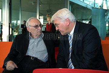 Egon Bahr und Walter Steinmeier im Gespraech  Berlin 1.6.2007