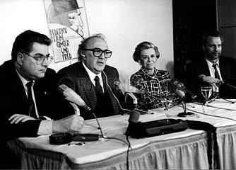 Moritz de Hadeln Federico Fellini und Giulietta Masina bei der Pressekonferenz ihres Filmes Ginger und Fred