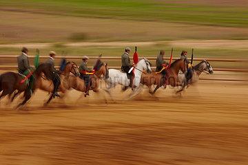 Pferdereiter in einer Stierkampfarena