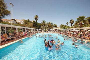 Animateure im Hotelpool auf Mallorca
