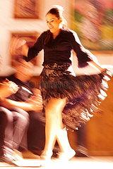 Flamencotaenzerin in der Bewegungsunschaerfe
