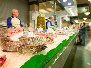 Ein Fischverkaufsstand in Mercat de l'Olivar
