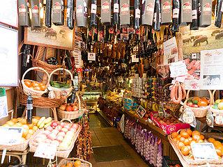 Ein Sobrassadaladen in Palma de Mallorca.