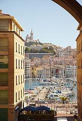 Notre-Dame de la Garde und Vieux Port in Marseilles