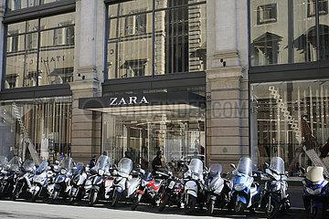 Motorrad Parkplatz in Rom