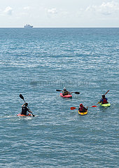Kajaks auf dem Mittelmeer