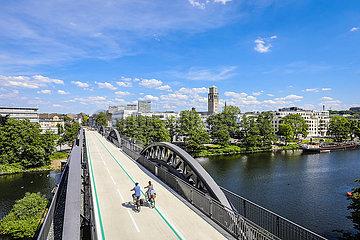 Fahrradautobahn  Radschnellweg Ruhr RS1  Stadtansicht  Muelheim an der Ruhr  Ruhrgebiet  Deutschland