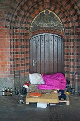 Berlin  Deutschland  Obdachlosenschlafplatz auf der Oberbaumbruecke
