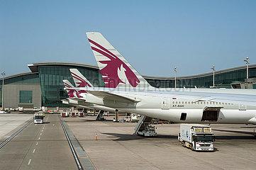 Doha  Katar  Passagierflugzeuge der Qatar Airways auf dem Hamad International Airport